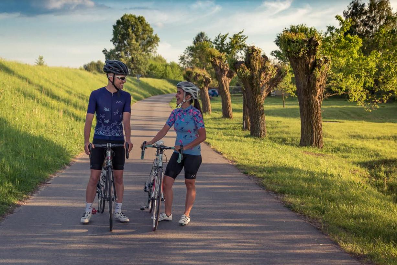 2460061fe14611 Jak podaje Główny Urząd Statystyczny aktywni sportowo Polacy w zeszłym roku  wydali najwięcej na rowery i odzież sportową. Nie tylko kolarze, ale  również ...